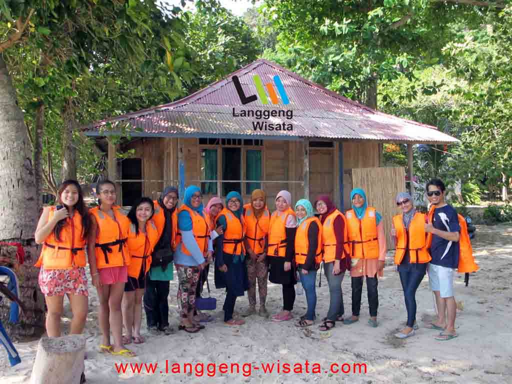 open trip teluk kiluan indonesia